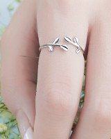 Antique silver Asian style leaves personality simple ring