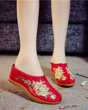 Embroidered gum-rubber outsole slippers for women