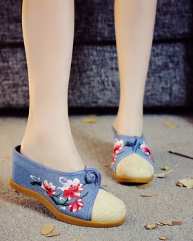 Gum-rubber outsole slipsole spring embroidered slippers
