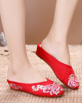Beef tendon elegant embroidered slippers
