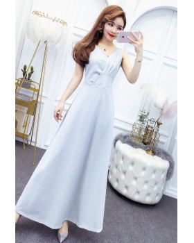 Model mopping long dress V-neck formal dress for women
