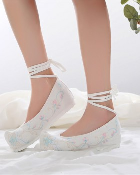 Heighten embroidered shoes for women