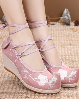 National style elegant embroidered shoes for women