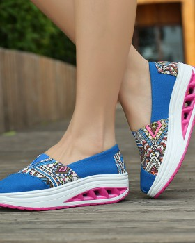 Casual shake shoes spring and summer Sports shoes for women