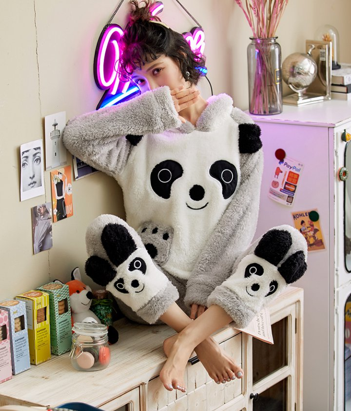 Thick long hair winter pajamas a set for women