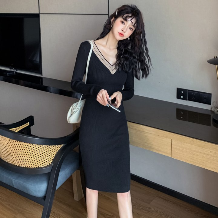 Slim V-neck package hip sweater simple bottoming dress