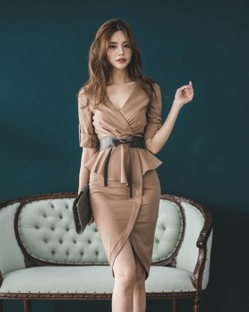 Pinched waist Pseudo-two slim package hip V-neck dress for women