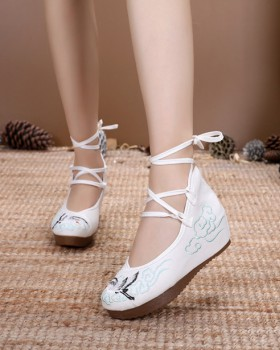 Thick crust embroidered beef tendon cloth shoes