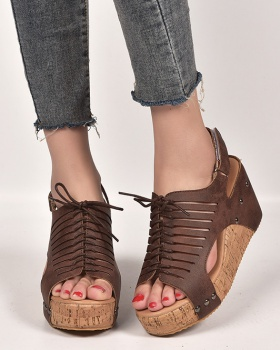 Large yard frenum light sandals