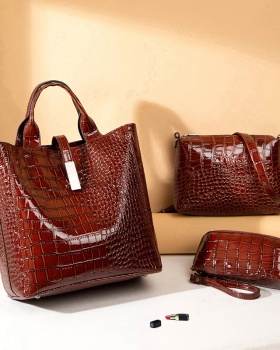 Crocodile patent leather portable fashion bag