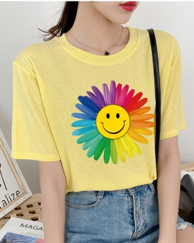 Daisy smiley large yard T-shirt for women