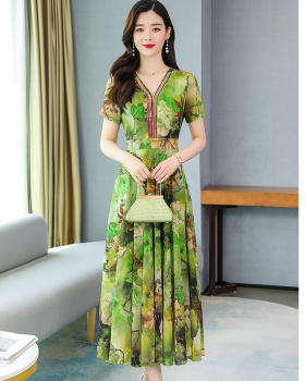 Long elegant Western style exceed knee dress for women