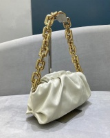 Diagonal clutch thick chain handbag