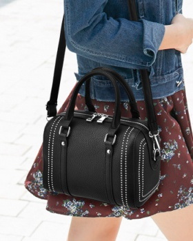 Autumn and winter rivet fashion messenger bag for women