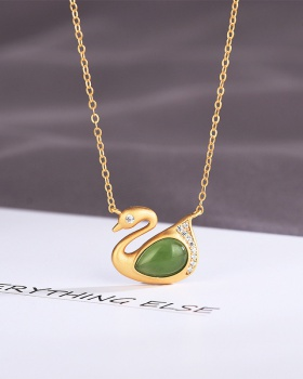 Chain clavicle necklace pendant jade