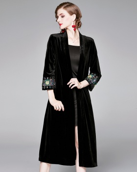 Large yard long embroidery overcoat retro velvet coat