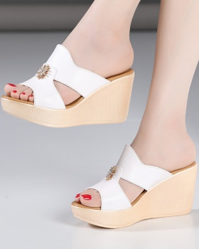 Wears outside platform fashion slippers for women