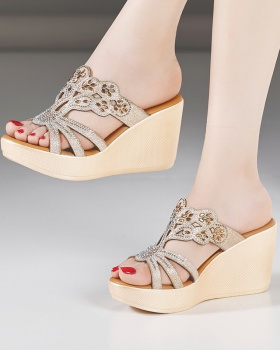 Fashion summer platform wears outside slippers for women