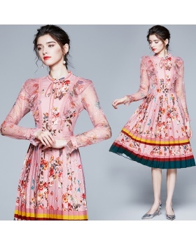 Printing gauze frenum lace pinched waist pleated dress