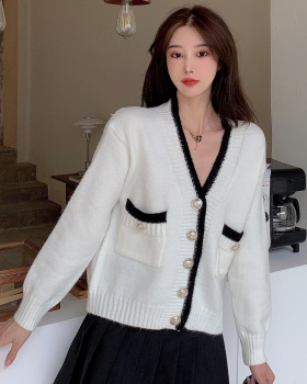 V-neck autumn cardigan knitted coat for women
