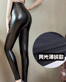Tight wears outside leggings thin leather pants