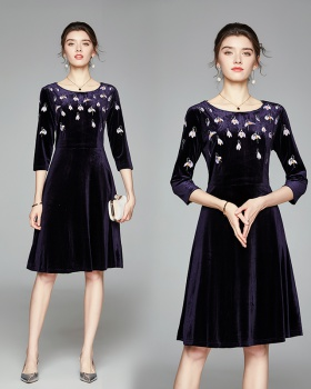 Temperament pinched waist autumn and winter embroidery dress