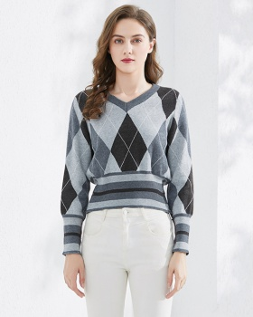 Quilted college style autumn and winter sweater for women