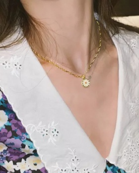 Daisy small lucky chain round necklace