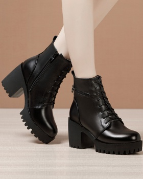 Low cylinder platform martin boots for women