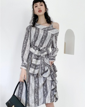 Carving autumn and winter dress patterns strap dress
