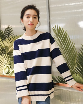 Loose autumn and winter pullover comfort sweater for women