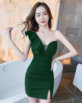 Low-cut tight temperament sloping shoulder dress