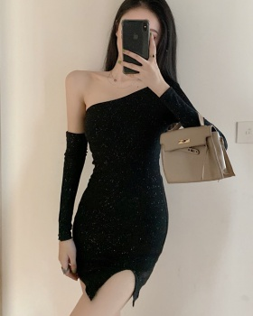 Slim sloping shoulder sexy dress