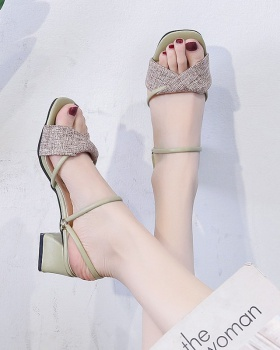 Wear sandals high-heeled slippers for women