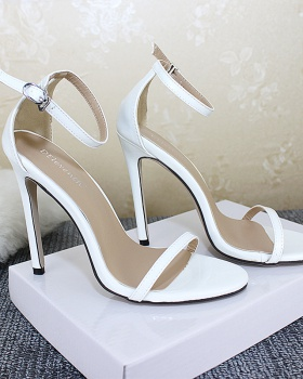 Sexy high-heeled shoes large yard sandals