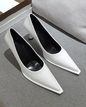 Low shoes pointed high-heeled shoes