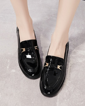 Glossy fashion British style autumn leather shoes